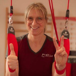 Die Physiotherapeutin Sandra Juditzki mit ihrem Redcord-System